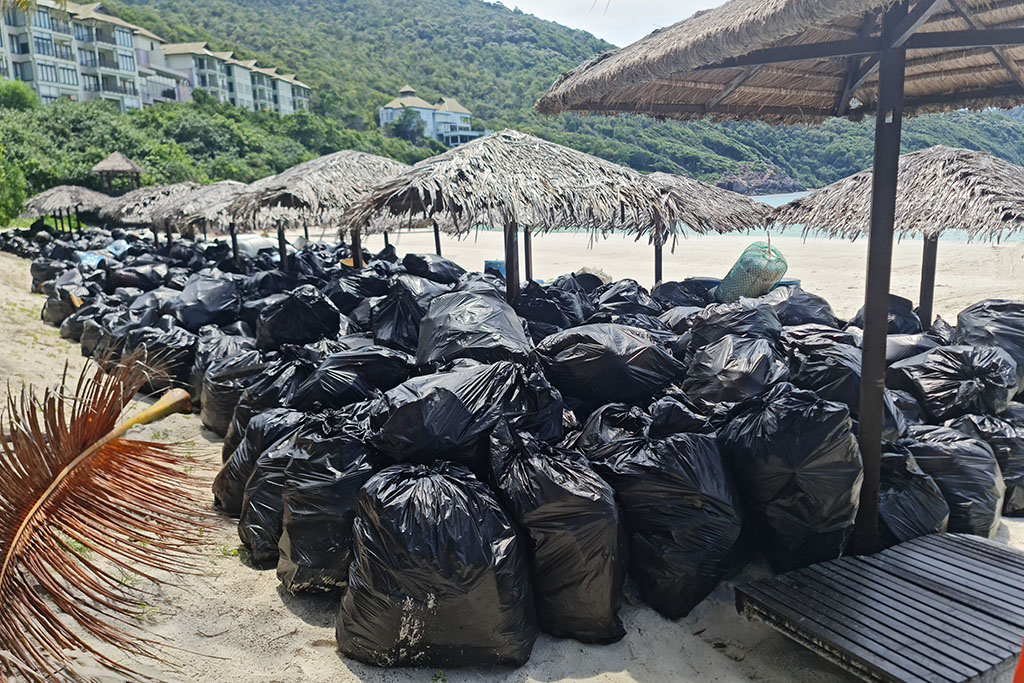 the-taaras-embarked-on-beach-clean-ups-on-redang-island-1